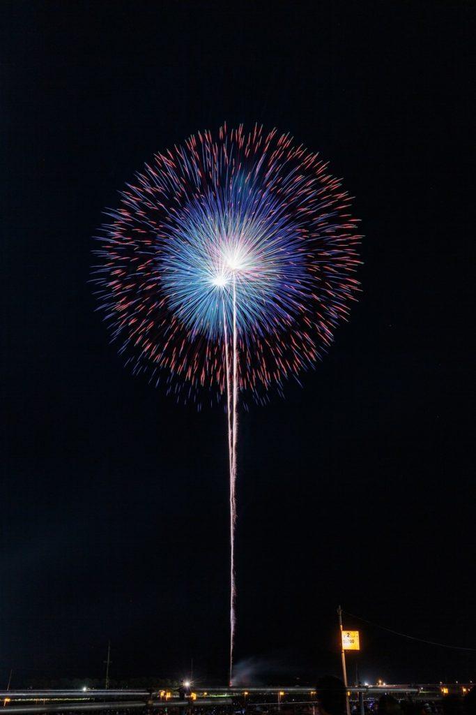 猗窩座(あかざ)の青銀乱残光は花火由来